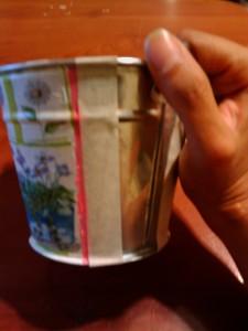 macetero de lata con servilleta